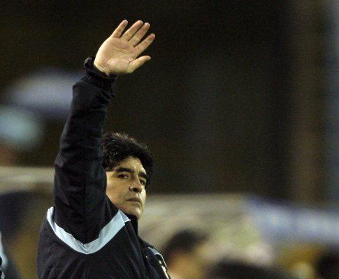 Argentina: Maradona quer «novos heróis» para esquecer o passado