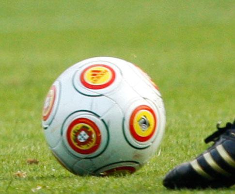 Penalty no 14º minuto de desconto dá apuramento na III Divisão
