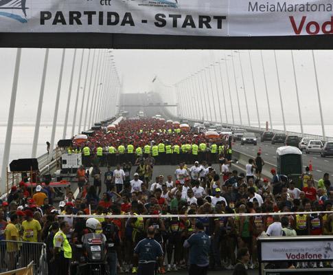 Meia-Maratona de Lisboa: eritreu bate recorde mundial dos 20 km
