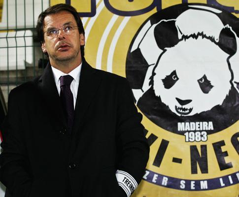 Fernandes em silêncio, Machado mantém crença na Europa