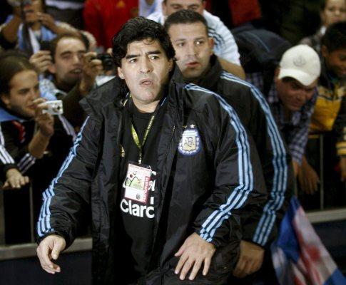 Maradona visita Lucho Gonzalez em Marselha