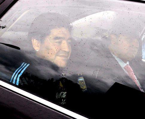 Maradona suspenso dois meses pela FIFA