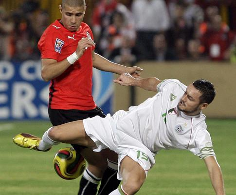 FIFA analisa alegado ataque de adeptos egípcios à selecção argelina