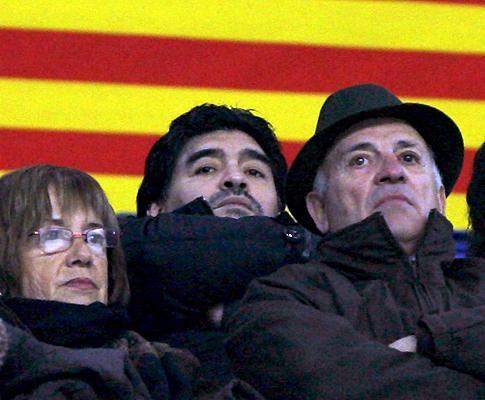 Maradona «tem raiva» de Messi, diz Daniel Alves