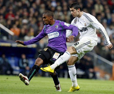 Cristiano Ronaldo fractura o nariz a adversário