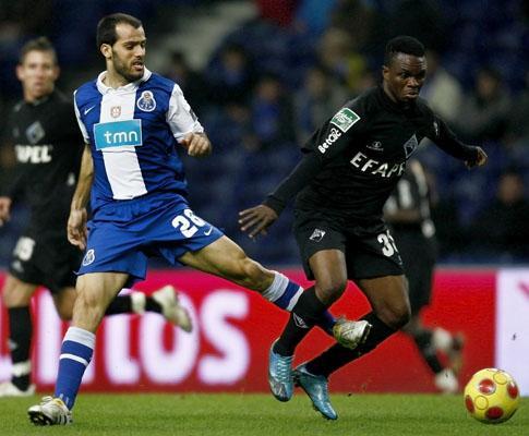 F.C. Porto: Jesualdo poupa três titulares e chama Sérgio Oliveira