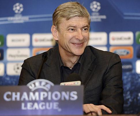 Wenger furioso com o árbitro: «Mais valia ter marcado penalty»