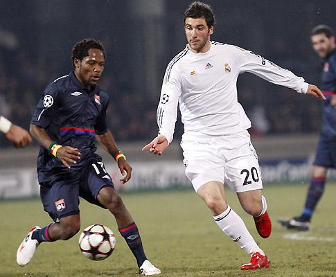 Contratar jovens jogadores no estrangeiro pode custar indemnização