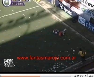 Bandeirinha entra em campo e provoca golo da vitória