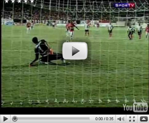 «Paradinha» num penalty deixa guarda-redes KO