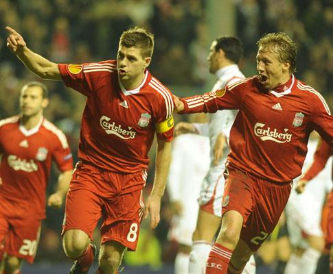 Liga Europa: Gerrard e Torres atenuam as dores do Liverpool