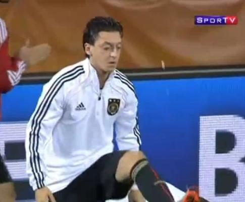 Mesut Ozil: um malabarista pouco higiénico...