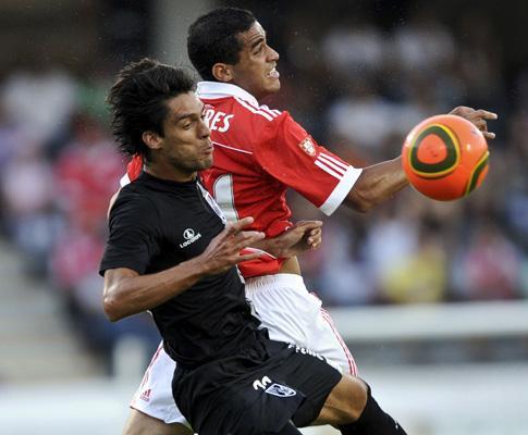FUTEBOL EM DIRECTO: V. Guimarães-Benfica, aliança e necessidade
