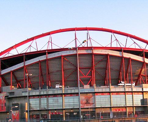 Clássico: lei «não obriga» Benfica a permitir «adereços»