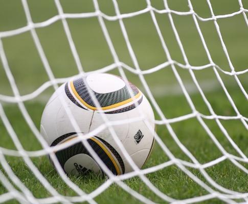 Inglaterra estraga festa francesa e conquista Torneio de Toulon
