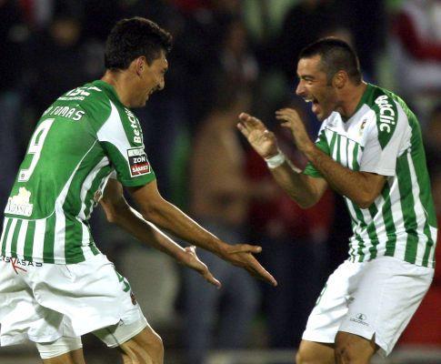 Zé Gomes e João Tomás festejam um golo
