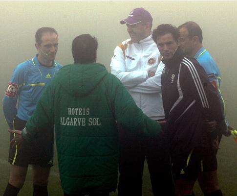 Árbitro Hugo Pacheco com os treinadores Rogério Gonçalves e Jokanovic