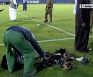 Arábia Saudita: adeptos atiram sapatos ao árbitro