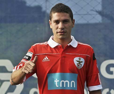 Benfica: Fernández junta-se ao grupo no regresso ao trabalho
