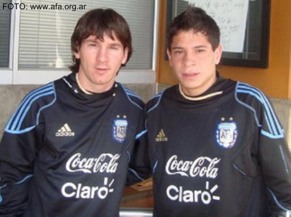 Iturbe ao lado de Messi (FOTO: www.afa.org.ar)