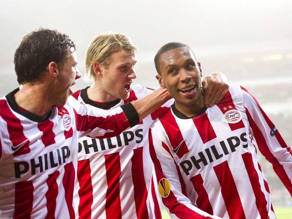 PSV com 21 jogadores em Lisboa