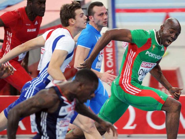 Campeonatos da Europa de atletismo de pista coberta (EPA/Arne Dedert)