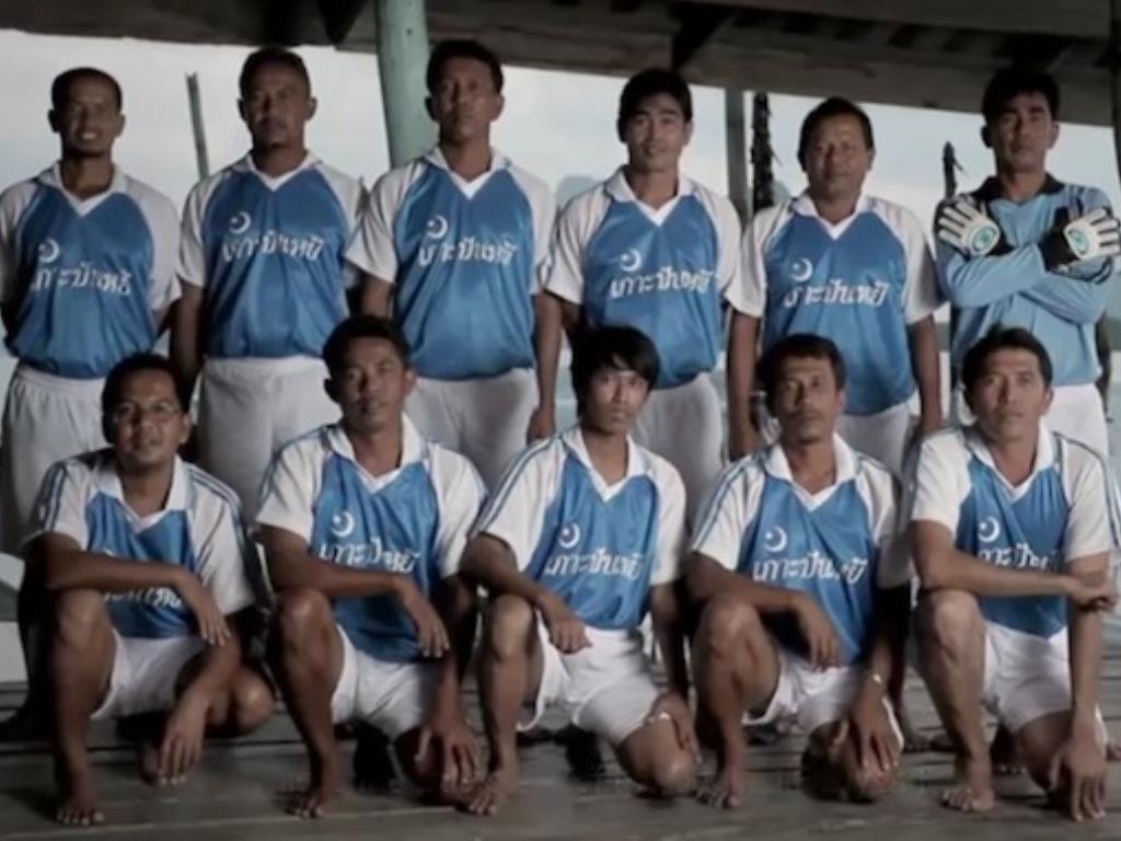 Futebol sobre as águas: Panyee FC também apoia... Ronaldo