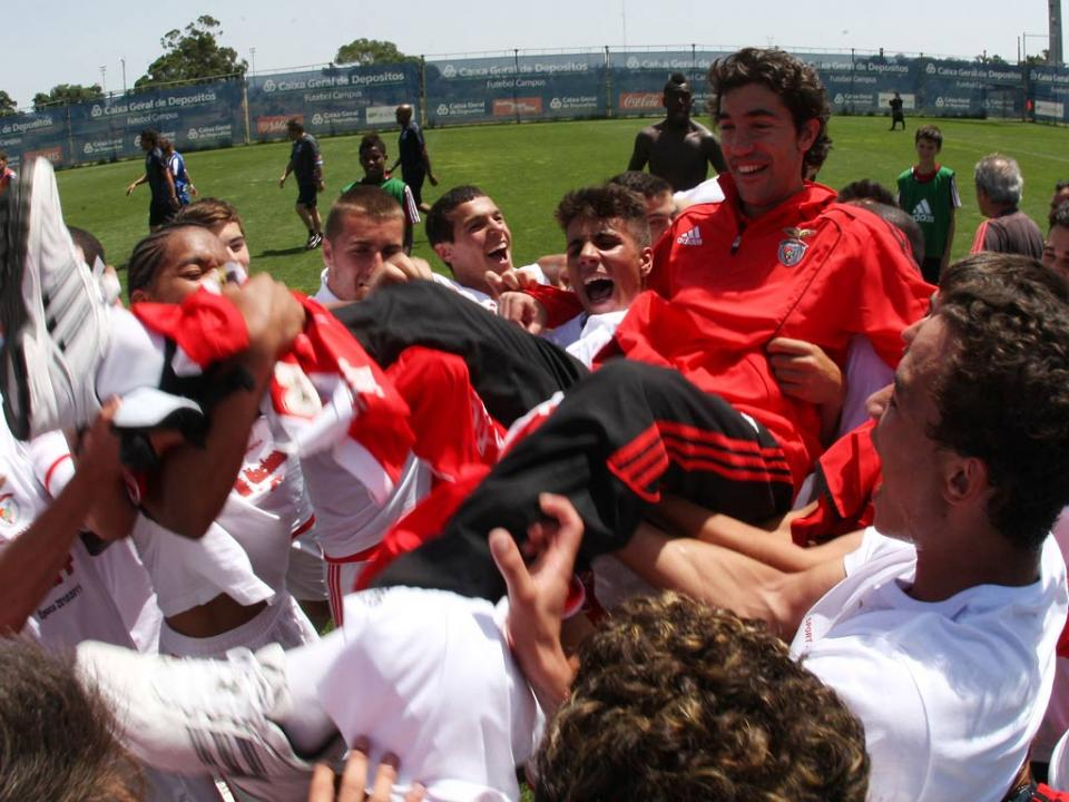 Juvenis: Benfica ultrapassa Sporting mas só é segundo