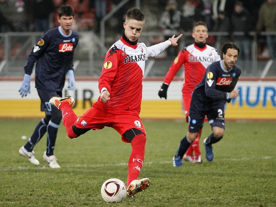 Ricky van Wolfswinkel troca Vitesse pelo Basileia