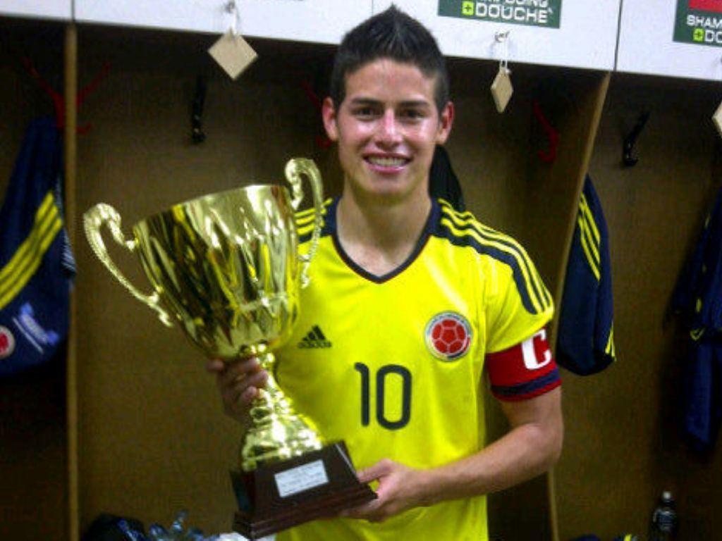 F.C. Porto: Nápoles tentou mas James Rodriguez fica