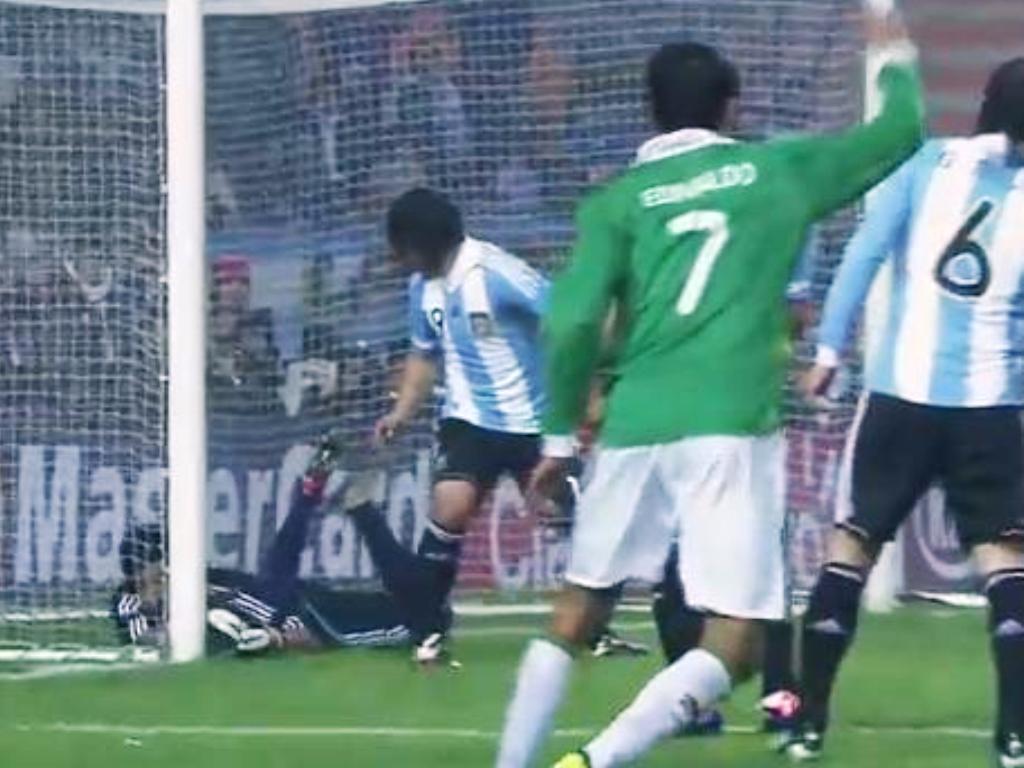 Jogador da Naval choca Argentina, Aguero salva a face