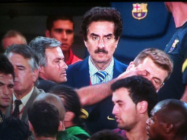 Mourinho agride Vilanova [Foto: «El País»]