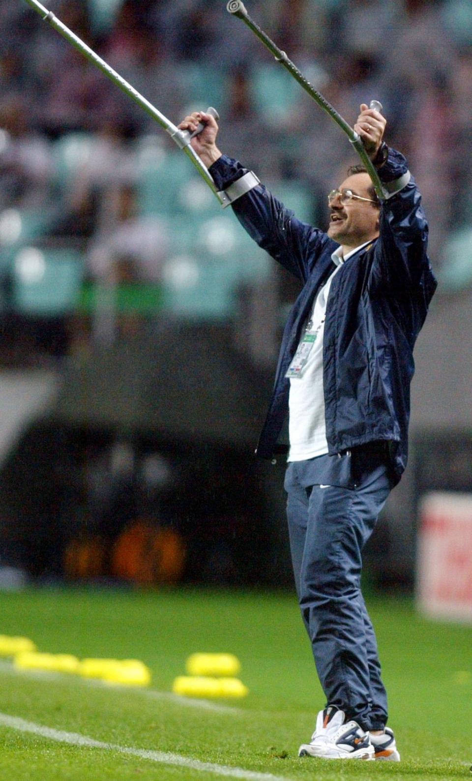 António Oliveira (biografia)