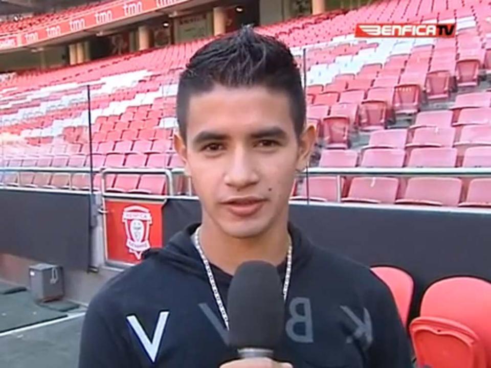 Sem espaço no Benfica, brilha no Paraguai