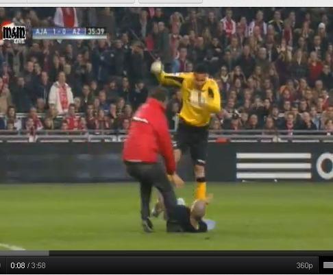 Ajax-AZ suspenso: guardião atacado responde a pontapé