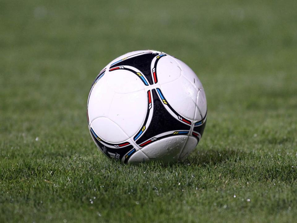 Juniores: empate no Sporting-Benfica mantém águias na frente