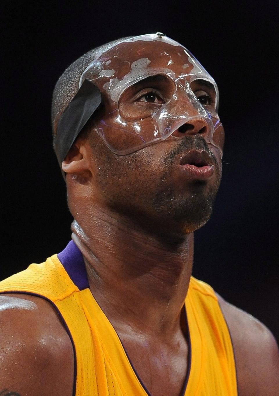 NBA: Kobe Bryant voltou a jogar, mas Lakers perderam