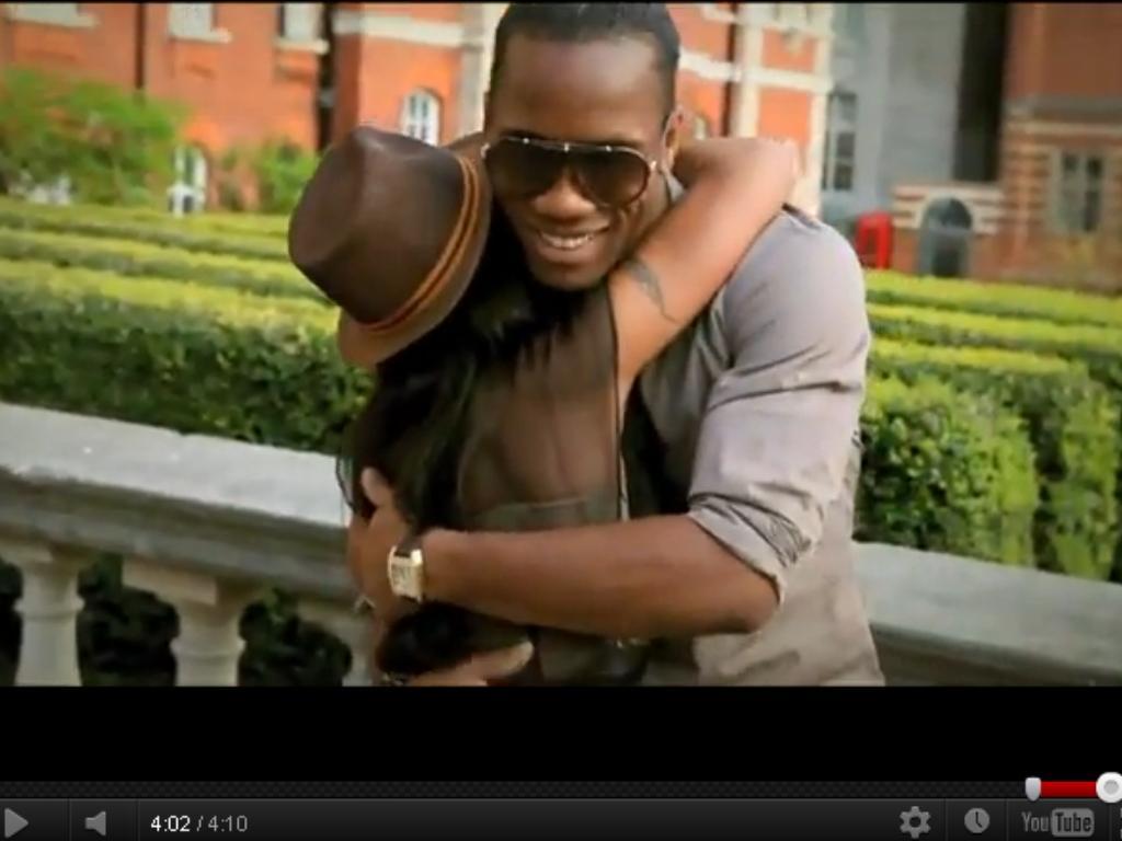 Drogba: estrela no vídeo musical de uma ex-atriz porno