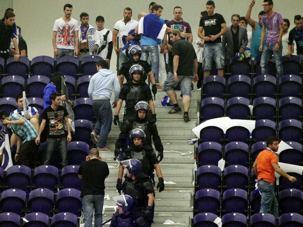 FC Porto-Benfica em basquete termina em confusão [Lusa]