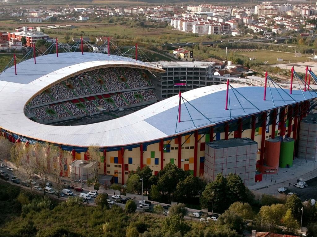 Leiria: vendido topo norte do estádio para instalação das finanças