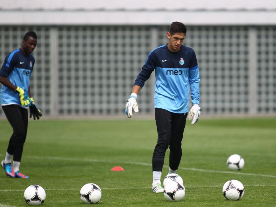 OFICIAL: Córdoba rescinde com guarda-redes ex-FC Porto B