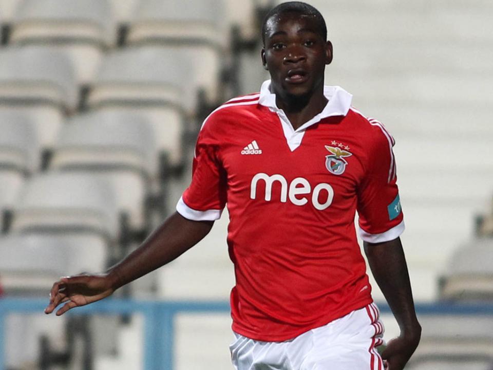 Ola John regressa, marca e Benfica B bate FC Porto B por 3-0