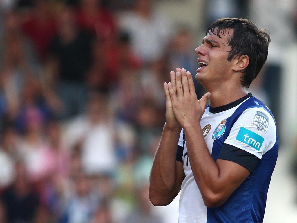 FC Porto empresta Kléber ao Estoril e recebe Diego Carlos