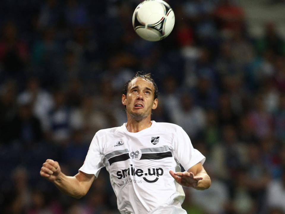 V.Guimarães: Defendi tem lesão nos ligamentos