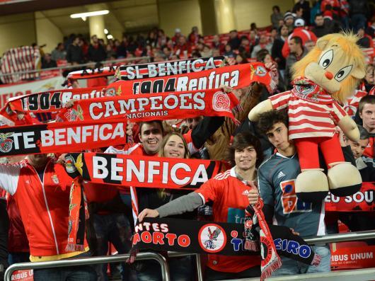 Clássico: adeptos do Benfica chegam ao Porto, sob enorme aparato