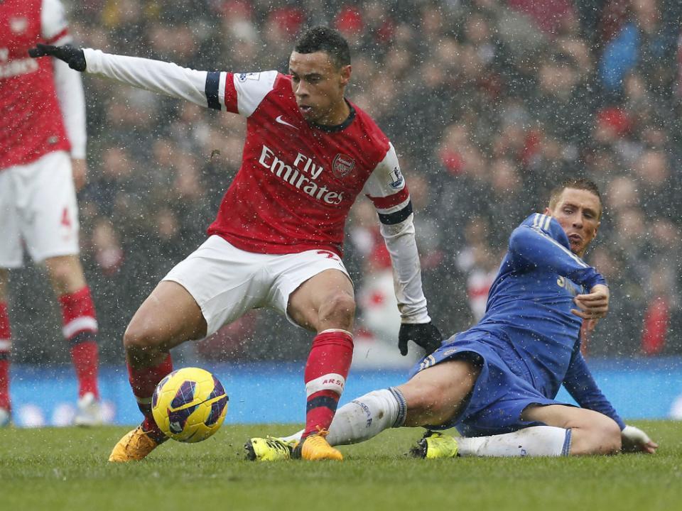 Valência contrata no Arsenal e fixa cláusula de 80 milhões de euros