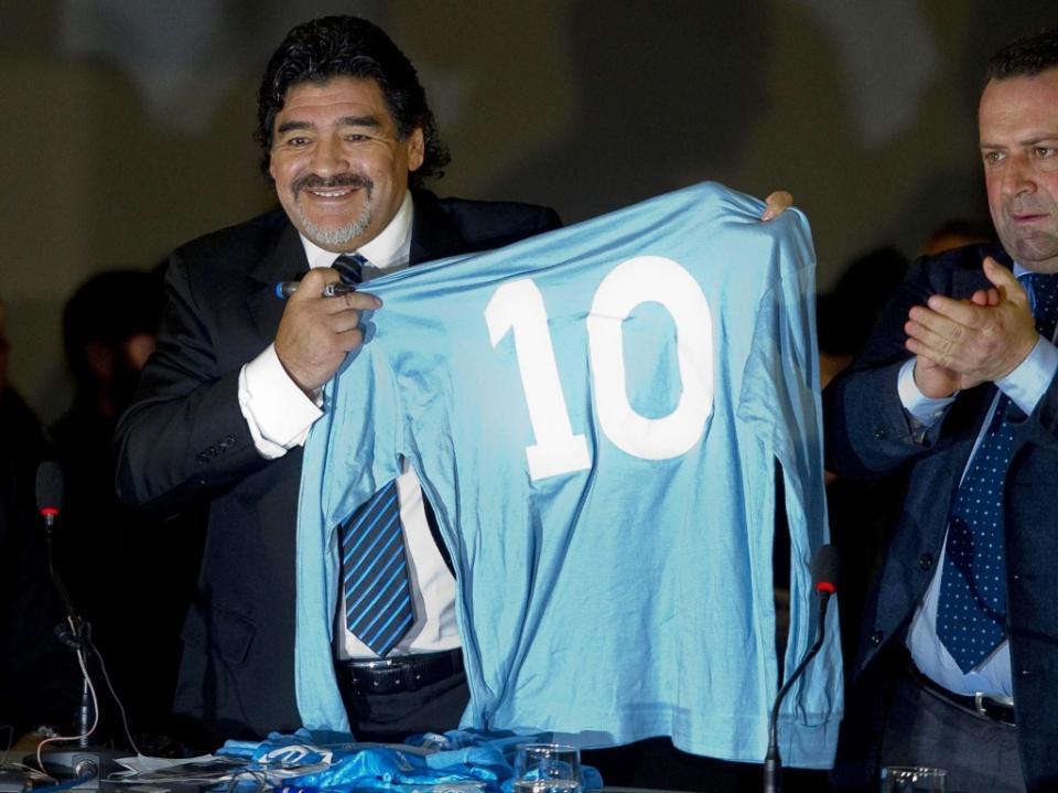 Nápoles: Maradona ataca saída de Higuaín para a Juventus