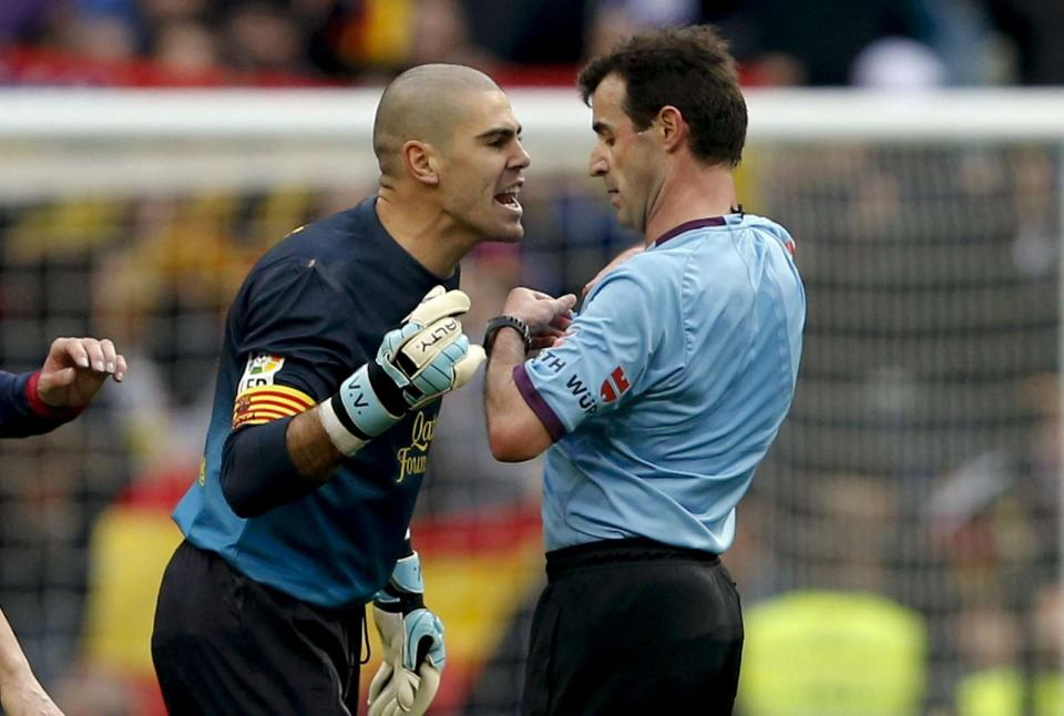 Sandro Rosell quer convencer Valdés a ficar no Barcelona