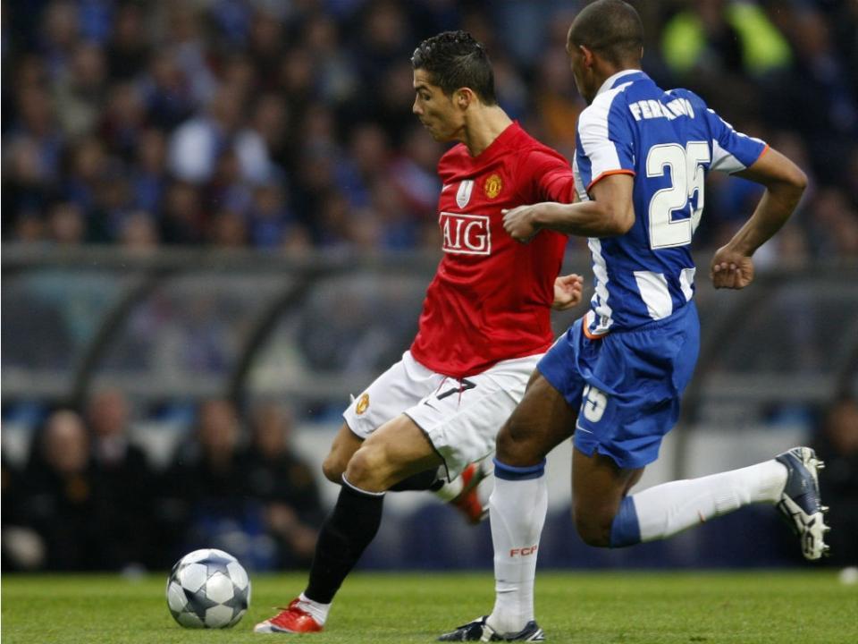 7c64b1cd9c Golos de Rui Costa e Cristiano Ronaldo nos melhores de sempre da UEFA