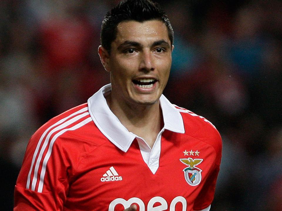 Cardozo: empresário fala em propostas, Benfica nega negociaçõs